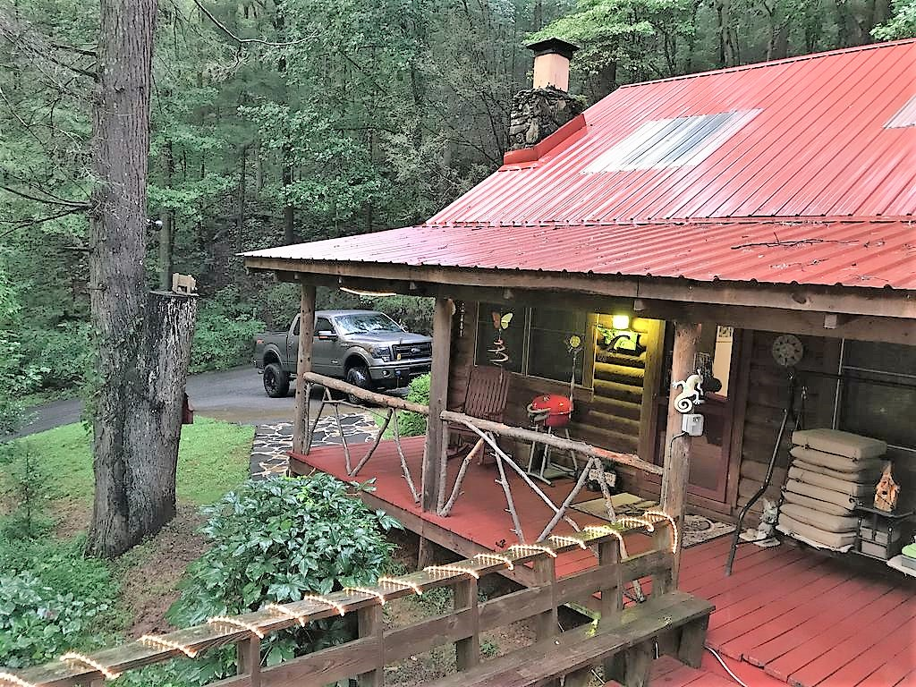 Floor Plan for * Mystic Mountain Hideaway* Fireplace, Hot Tub, Private, romatic LOG Cabin includes WIFI