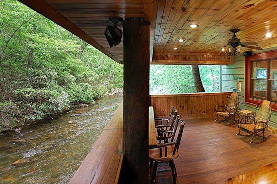 helen ga cabin rentals a river runs thru it luxury rental home on the chattahoochee. Black Bedroom Furniture Sets. Home Design Ideas